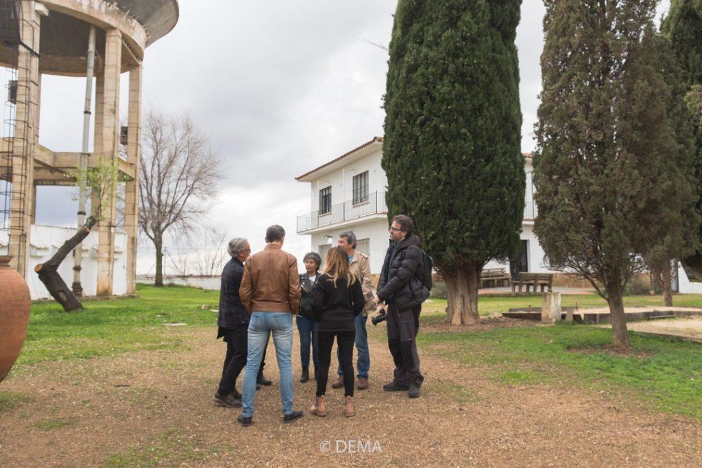 Visitantes durante el recorrido por las instalaciones del centro de cría de DEMA